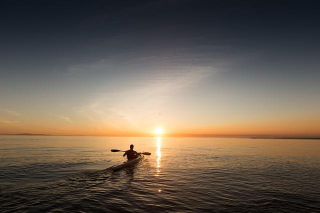 10 Consejos y Recomendaciones antes de salir al mar con un kayak o barca hinchable