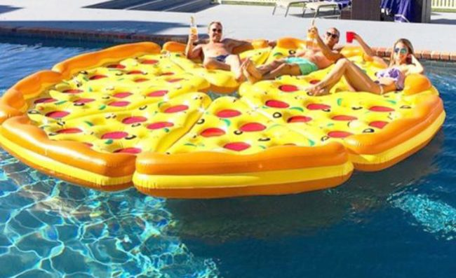 Pizza hinchable flotador gigante